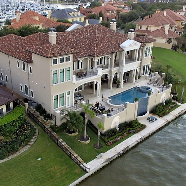 REAL ESTATE ON THE WATER